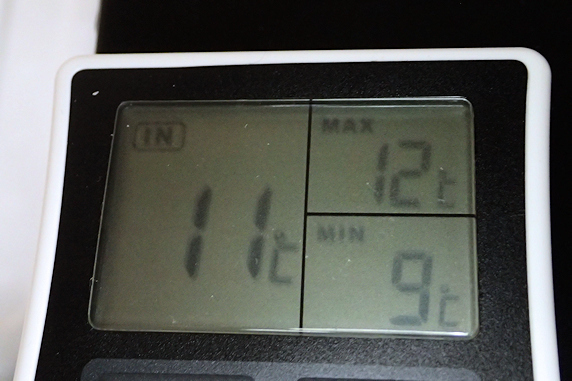 保温箱の温度変化計測実験中